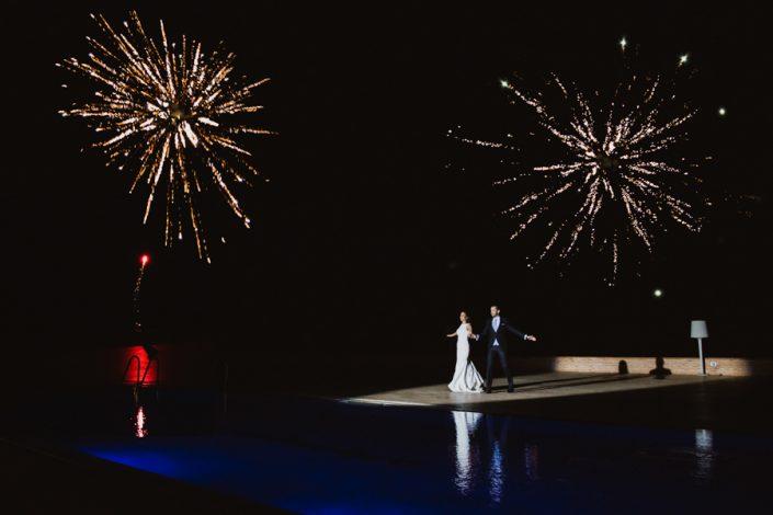 baile de boda con fuegos artificiales