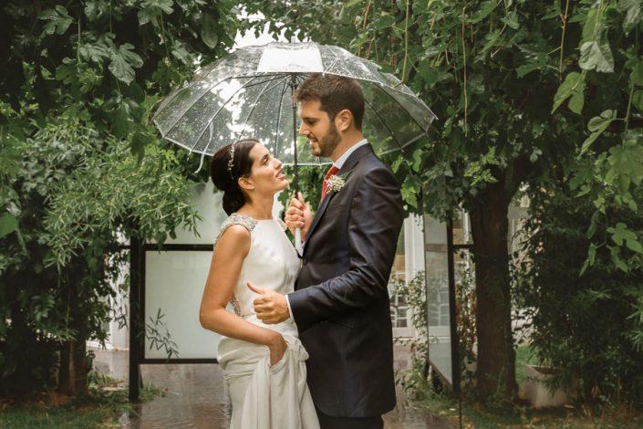 Sesión de pareja con lluvia